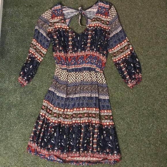Hollister Dresses & Skirts - Hollister patterned dress w/sleeves